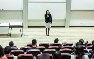 omo ajudar o professor a lidar com uma turma muito agitada