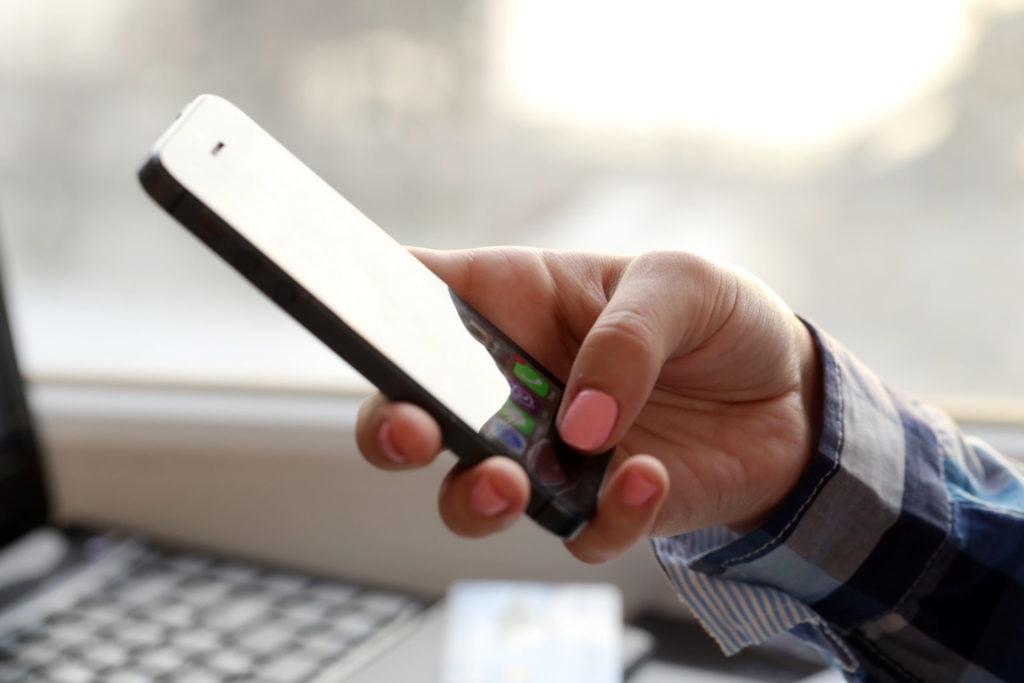 Conheça riscos dos grupos de WhatsApp com pais e professores